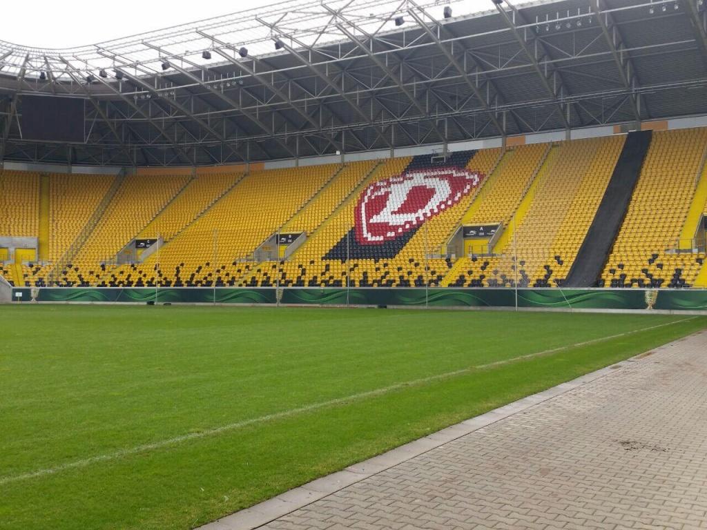 Venue-Dressing im Dresdner Stadion zum DFB-Pokal 2015